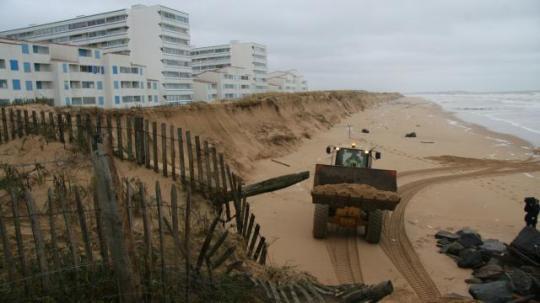 les-bulldozers-en-action-plage-des-mouettes