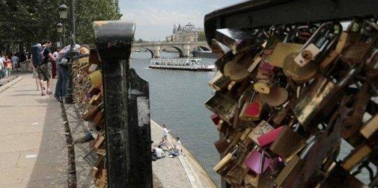 les-cadenas-d-amour-que-des-couples-d-amoureux-viennent_923711_667x333.jpg