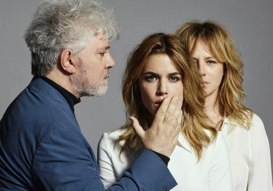 Pedro-Almodovar-presente-Julieta-a-Cannes-rencontre.jpg