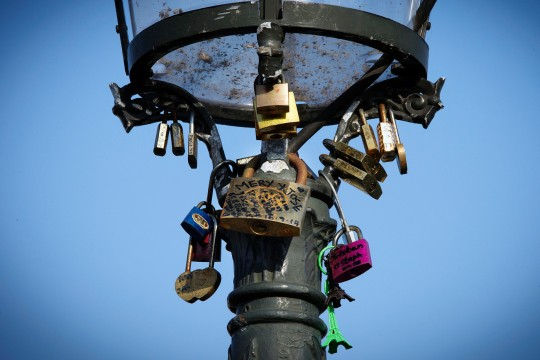 Cadenas-amour-Paris_0_1400_933.jpg